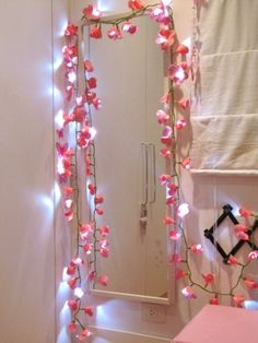 Let there be light! – Chandeliers and DIY Lamps - BE Decoration Fabric Rosette, School Decorations, Diy Mirror, Diy Home Crafts, Diy Table, Light Table, Diy Flowers, Fairy Lights, My Room