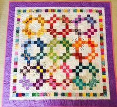 Free Scrap Quilt Patterns Nine Patch Quilt Baby, Lap Quilts, Scrappy Quilts, Small Quilts, Quilt Blocks, Bright Quilts, Colorful Quilts, Bonnie Hunter, Quilting Projects