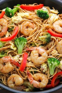 20 minute shrimp and broccoli lo mein - Nom-Food! Fish Recipes, Seafood Recipes, Asian Recipes, Chicken Recipes, Dinner Recipes, Cooking Recipes, Healthy Recipes, Dinner Ideas, Easy Shrimp Recipes