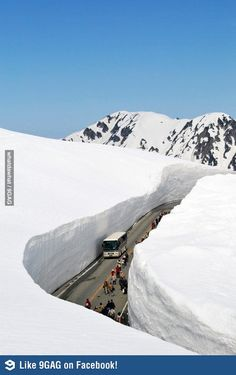 road carved out of the snow Tateyama Kurobe Alpine Route, Toyama, Japan. Toyama, Places To Travel, Places To See, Places Around The World, Around The Worlds, Winter Szenen, Stations De Ski, Japan Photo, Going On Holiday