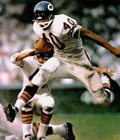 Gale Sayers Great Future started at a Boys & Girls Club. He was a star in the NFL for the Chicago Bears Bears Football, Nfl Bears, Nfl Football Players, Nfl Chicago Bears, Football Rules, Football Fever, Raiders Football, Football Field, Best Running Backs