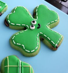 Patrick's Day Cookies to bless your family with good luck - Hike n Dip St Patrick's Day Cookies, Iced Cookies, Cute Cookies, Easter Cookies, Holiday Cookies, Cupcake Cookies, Jello Cookies, Cupcakes, Sugar Cookie Icing