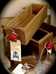 Old sewing machine drawers make great storage boxes.  Love the bright red knobs that were added to these...would match my kitchen nicely...hmm...gives me another idea.