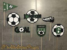 Soccer Birthday Parties, Sports Theme Birthday, Soccer Party, Birthday Party Themes, Birthday Ideas, Football Birthday, Birthday Bash, Soccer Centerpieces, Soccer Banquet