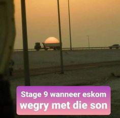 Of dit nou oorstromings in Gauteng of fase is wat onverwags aangekondig word, het Suid-Afrikaners altyd tyd vir 'n grappie. Humor, Words, Afrikaans, Van, Humour, Moon Moon, Vans, Comedy, Afrikaans Language
