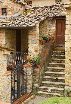Typical Provence house - love the flat roof tiles in combo with the round tiles.