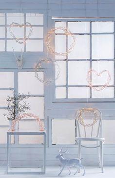 Wieniec świetlny Steelo  na http://www.halens.pl/dom-boze-narodzenie-swiateczne-oswietlenie-28364/wieniec-swietlny-steelo-553802?imageId=342233&variantId=553802-0407 69 zł
