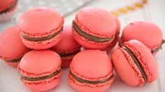 Mini Desserts, Low Carb Desserts, Macron Recipe, Meringue, All Purpose Flour Recipes, Raspberry Ganache, Low Carb Brasil, Valentines Day Desserts, Pastry Shop