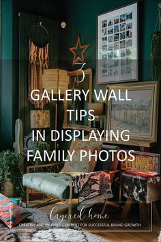 5-gallery-wall-tips-display-family-photos Pink Wallpaper Bedroom, Wallpaper Ceiling, William Morris Wallpaper, Morris Wallpapers, Photo Frame Display, Display Family Photos, Eclectic Living Room, Living Room Decor, Dining Room