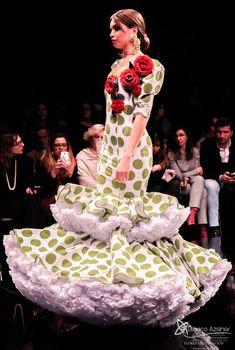 Pedro Béjar nos maravilla con #OMNIUM donde #BlancoAzahar ha tenido el placer de colaborar con sus #Floresdeflamenca . Simof 2018 - Salón Internacional de Moda Flamenca 2018 en Fibes Sevilla. Colección que toma el nombre originario de la localidad natal del diseñador, #Hinojos. #PedroBéjar #moda #fashion #ModaFlamenca #Sevilla #TrajesdeFlamenca #Simof #photography by @LolaMontiel Peplum Dress, Dresses, Fashion, Xmas, Orange Blossom, Flamingo, Vestidos, Moda, Fashion Styles