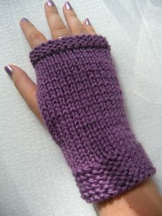 Crochet facile mitaines Ideas for 2019 Loom Knitting, Free Knitting, Knitting Patterns, Knitting Ideas, Crochet Mittens, Knit Crochet, Crochet Hats, Fingerless Gloves Knitted, Hand Warmers