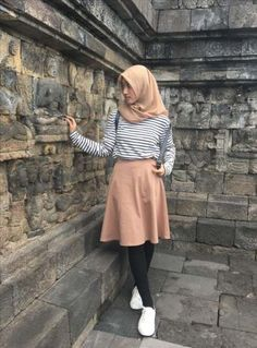 Mini skirt with legging for hijab style Trendy Dresses, Modest Dresses, Modest Outfits, Outfits For Teens, Casual Dresses, Teens Clothes, Modest Clothing, Teenager Outfits, Girls Dresses