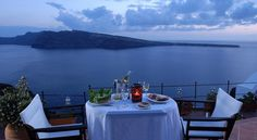 Esperas Santorini Hotel - Located in Oia with best sunset and caldera view Santorini Hotels, Santorini Island, Greece Cruise, Pool Side Bar, Places In Greece, Site Restaurant, Best Sunset, Rock Pools, Amazing Sunsets