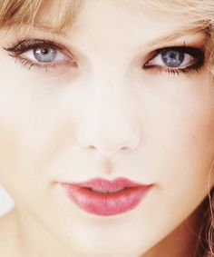 Looking for her next hit song Taylor Swift Pictures, Taylor Alison Swift, Mean Boyfriend, Taylor Swift Makeup, Country Music Stars, It Gets Better, Hit Songs, Her Music, We The People