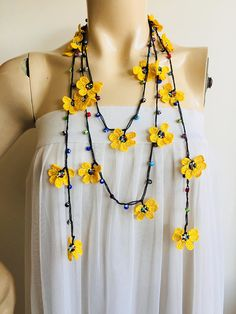 Daisy Necklace-Crochet Necklace-Turkish Oya Necklace-Evil Eye Necklace-Yellow Daisy Necklace - Care - Skin care , beauty ideas and skin care tips Crochet Necklace Pattern, Crochet Jewelry Patterns, Crochet Flower Patterns, Crochet Art, Crochet Accessories, Crochet Crafts, Crochet Flowers, Crochet Earrings, Jewelry Accessories
