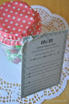 The M&M Story Neighbor Gift Idea. FREE PRINTABLE and a great gift for neighbors this Christmas