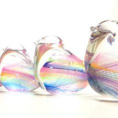 虹色の小鳥の画像 Glass Design, Rainbows, Crafts, Furniture, Manualidades, Home Furnishings, Handmade Crafts, Craft, Rainbow