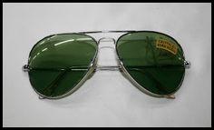 Gafas aviador montura plateada, cristal endurecido color verde. 24€.