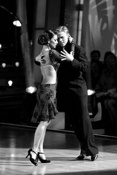 Nicole Scherzinger and Derek Hough dance Argentine tango, season 10, Dancing With the Stars.