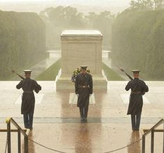 As a monster storm bears down on them, the guards at The Tomb of the Unknown Soldier remain steadfast. Like and Share to show your support of our heroes.