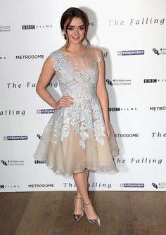 Telle une véritable «prom girl», l'interprète d'Arya Stark a fait sensation à Londres le 21 avril 2015.© Getty