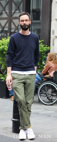 Casual Wear For Men, Work Casual, Olive Chinos, Work Fashion, Mens Fashion, Casual Styles, Workwear, Fasion, Normcore