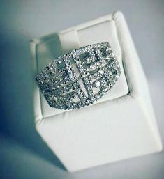Jonc en argent avec cubiques zirconium Gold Jewelry, Jewelery, Zirconium, Class Ring, Handmade Jewelry, White Gold, Engagement Rings, Boutique, Diamond