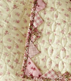 Quilt Border Idea ~> Prairie Points inserted into binding...and how to place the corner. *I Like The Circles