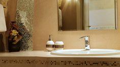 Bagno in camera nei Sassi di Matera. Residence del Casalnuovo