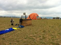 After 3 hours of flight the 2 balloons land together, in Vic this time, 80 kilometers away from the take-off site in the Cerdanya valley...