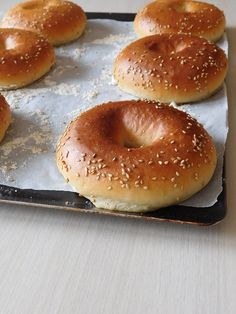 bagels - Easy And Healthy Recipes Desserts Around The World, Baguette Recipe, Artisan Bread Recipes, Bagels, Bagel Sandwich, Mini Sandwiches, Salty Foods, No Salt Recipes, Food Presentation