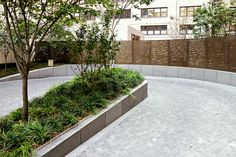 The Mount Sinai Residential Tower is nestled within existing medical facilities and a new research facility in Manhattan's Upper East Side. The design draws inspiration from the planting palette of the urban woodland 'ramble' in the nearby Central Park and extends this planting vocabulary into the urban perimeter. The site serves as a multi-purposed garden