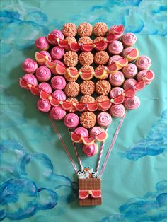 Hot air balloon 'it's a girl' cupcake cake.