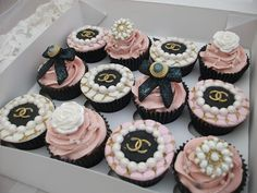 Birthday Chanel cupcakes please Chanel Party, Chanel Birthday Party, Geek Birthday, Pretty Cakes, Beautiful Cakes, Festa Gossip Girl, Bolo Chanel, Coco Chanel Cake, Chanel Pink