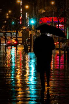 A rainy night reflection. I love looking outside when it rains just to see the art behind it all♡ Walking In The Rain, Singing In The Rain, Rainy Night, Rainy Days, Night Rain, Night Photography, Street Photography, I Love Rain, Parasols