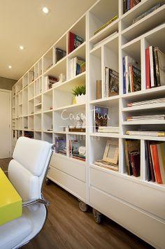 Library on Penthouse  Escritório Casa Tua Interiores