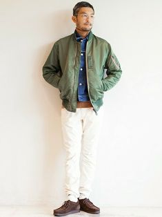 46 Elegant Men Outfit Ideas with Bomber Jacket - VIs-Wed Work Casual, Men Casual, White Pants Outfit, Suit Combinations, Green Bomber Jacket, Big Men Fashion, Elegant Man, Gentleman Style, Timeless Fashion