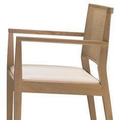 Anzeige: Manila SO2133 von #Andreu World  ab 672,00 € Die exquisite Manila Stuhlkollektion eignet sich sowohl für den Privatbereich wie auch für öffentliche Einrichtungen.Der Armlehnstuhl besteht aus massivem Eichenholz mit gepolsterter Sitzfläche. Die niedrige Rückenlehne hat ein feines Geflecht, welches auch ohne kreuzförmiger Absteppung erhältlich ist. Die genaue Spezifikation der Stoff- bzw. Lederfarbe erfolgt nach der Bestellung. Sie werden dazu von unserem Auftragsbearbeitungs-Team…