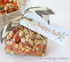 "Sweet & Salty Fall Snack Mix with Printable ""Happy Fall"" Gift Tag. Sweet & Salty Fall Snack Mix with Printable Gift Tag (The Creativity Exchange) Fall Snack Mixes, Fall Snacks, Fall Treats, Holiday Treats, Holiday Foods, Fall Desserts, Fall Gift Baskets, Fall Candy, Candy Corn"