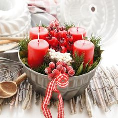 Adventskranz im Landhausstil, rot weiße Landhaus Deko selber machen, originell und schick Solche tolleBastel Ideen gibt es nur bei uns Dekorieren Sie Ihre eigene Kuchenform