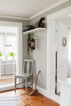Use your favorate vintage chair in the entryway because you know how hard it is to turn away a great chair Interior Design Living Room, Living Room Decor, Bedroom Decor, Modern Farmhouse Decor, Vintage Chairs, Scandinavian Interior, Interior And Exterior, Sweet Home, New Homes