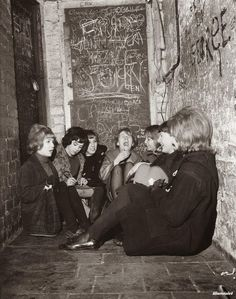 Girls waiting for The Beatles lunchtime session, the Cavern Club, Kasimir Und Karoline, Happy Birthday Paul, Liverpool History, Liverpool Life, Liverpool England, Nostalgia, Les Beatles, Beatles Photos, We Will Rock You
