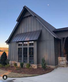 Mountain Home Exterior, Black House Exterior, House Paint Exterior, Exterior House Colors, Exterior Design, Exterior Siding Options, Stone Exterior, House Siding, House Roof