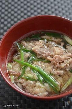 簡単に!大阪名物・おやじの「肉すい」 by 調理師/料理家 槙 かおる / かつおの出汁と肉の出汁が絶妙に旨い!二日酔いの話家さんがうどん屋さんで注文したのが「うどん抜きの肉うどん」 / Nadia