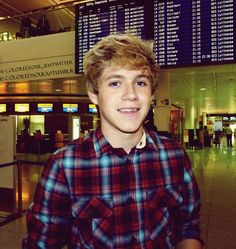 @NiallOfficial Good night!!!!! Sweet Dreams..... DON'T LET THE BED BUGS BITE!!! Heehee ;)