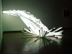 Oscar Santillan - Failed dawn, 2008  118 flourescent lights  dim.var.