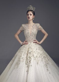 2019 SS_M | 최재훈 드레스 & 더스튜디오루체 Fancy Wedding Dresses, Beautiful Wedding Gowns, Wedding Dress Styles, Wedding Attire, Beautiful Dresses, Prom Dresses, Gorgeous Dress, Wedding Dress Silhouette, Ceremony Dresses