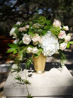 A natural and textured floral design in shades of ivory, champagne, and peach | Whim Florals | Sacred Oaks