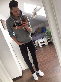 Skinny jeans and other tight legwear. Most pictures aren't mine, if you want a picture removed just. Tight Jeans Men, Superenge Jeans, Boys Jeans, Young Boys Fashion, Teen Boy Fashion, Skinny Guys, Super Skinny Jeans, Fashion Moda, Mens Fashion