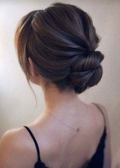 25 Awesome Low Bun Wedding Hairstyles A low bun is a classic hairstyle, which is popular for many occasions and especially for weddings. What about rocking a low bun at your wedding? Low Bun Hairstyles, Bride Hairstyles, Bridesmaid Updo Hairstyles, Hairstyle Ideas, Graduation Cap Hairstyles, Bridal Party Hairstyles, 2 Buns Hairstyle, Classic Updo Hairstyles, Fashion Hairstyles